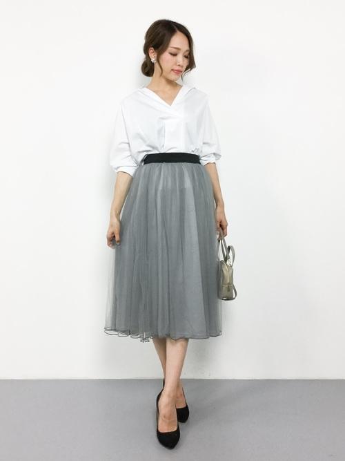 白シャツ×チュールスカート
